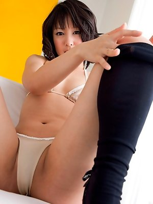 Nana Nanaumi Asian shows hot behind and takes long socks off
